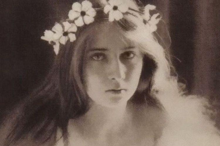 Elisabeta, Fiica Reginei Maria. Portretul Unei Foarte Bizare Principese