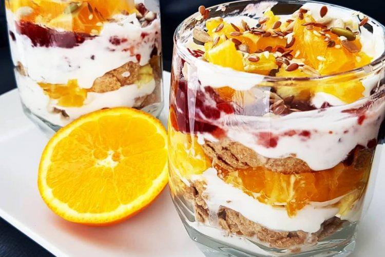 Rețetă | Mic Dejun Cu Fructe și Iaurt Cremos